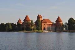Trakai slott på morgonen arkivbild