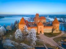 Trakai slott på vintern, antenn royaltyfri fotografi