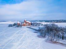 Trakai slott på vintern, flyg- sikt av slotten arkivfoto