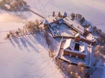 Trakai slott på vintern, flyg- sikt av slotten royaltyfri bild