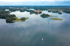 Trakai wyspy kasztel i Galve jezioro w Trakai, Lithuania obrazy stock
