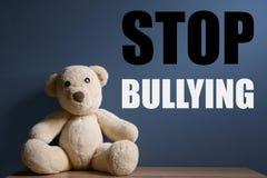TRAKASSERA för STOPP för nallebjörn och meddelande fotografering för bildbyråer