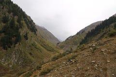Trakcs surpreendentes nas montanhas foto de stock royalty free