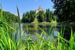 Trakoscan Castle και λίμνη Trakoscan στη βόρεια Κροατία στοκ φωτογραφία