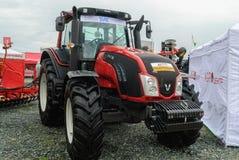 Traktor auf Ausstellung der landwirtschaftlichen Maschinerie Stockfotografie