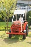 Traktor auf dem Bauernhof Lizenzfreie Stockbilder