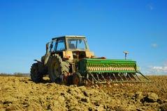 Traktor auf einem Gebiet Lizenzfreies Stockbild