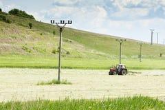 Traktor auf einem Gebiet Lizenzfreie Stockbilder