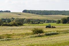 Traktor auf einem Gebiet Stockfotos