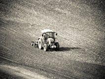 Traktor auf Ernte lizenzfreies stockfoto