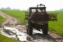 Traktor auf Feldmethode Lizenzfreies Stockfoto