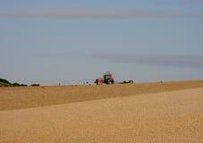 Traktor auf Horizont Stockfotos