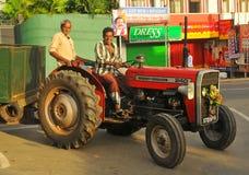Traktor in der Stadt - Tangalla (Sri Lanka) Stockbild