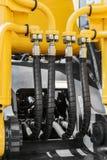 Traktor för hydraulik- och bränslesystemguling royaltyfri foto