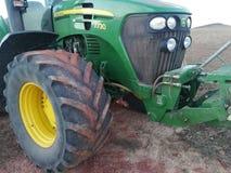 Traktor i skörden Royaltyfria Foton