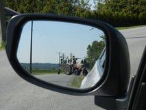 Traktor i spegeln Royaltyfri Foto