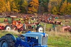 Traktor Junkyard an der Dämmerung Lizenzfreie Stockfotografie