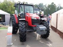 Traktor Massey Ferguson 6713 Royaltyfri Fotografi