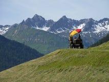 Traktor med parasollen Fotografering för Bildbyråer