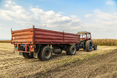 Traktor med släpanseende Arkivbilder