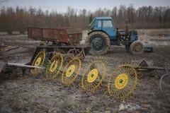 Traktor med släpet Royaltyfri Bild
