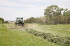 Traktor mit Heurechen Lizenzfreie Stockfotografie