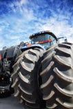 Traktor mot himlen Fotografering för Bildbyråer