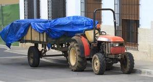 Traktor och släp Arkivfoto