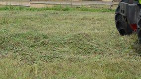 Traktor sammeln Heufeld stock video footage
