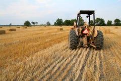 Traktor und Heu Lizenzfreies Stockfoto