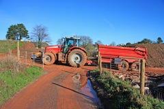 Traktor und Kipperanhänger Stockfotografie
