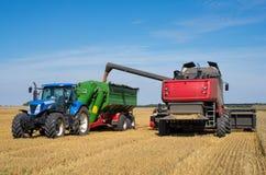 Traktor und Mähdrescher Lizenzfreie Stockfotos