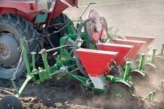 Traktor und Sämaschine Stockfotografie