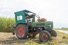 Traktor Weinlese Fendt-Landwirts 1Z stockfotografie