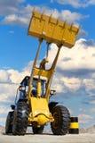 Traktorarbeit im sandpit Stockbilder