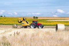 Traktorballenpresse Lizenzfreie Stockfotos