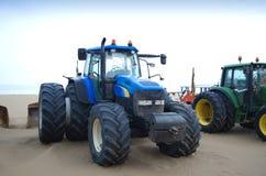 Traktoren auf dem Strand Stockbild