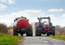 Traktoren, die Straße blocken Lizenzfreie Stockfotografie