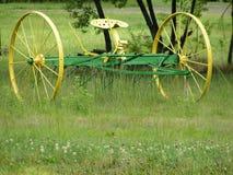 Traktoren krattar Arkivbilder