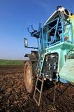 Traktoren sätter in på Royaltyfri Fotografi