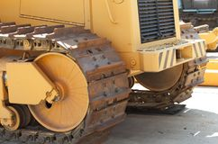 traktoren står på snön arkivbild