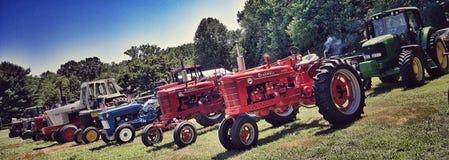 Traktorer i bildande Fotografering för Bildbyråer