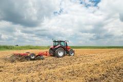 Traktorförberedelse fältet Arkivfoton