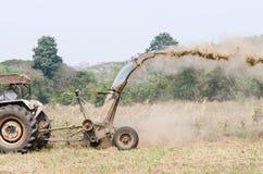 Traktorgräsklippningsmaskin Fotografering för Bildbyråer