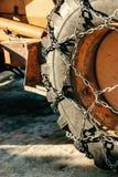 Traktorgummihjul med snökedjor Royaltyfria Foton