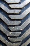 Traktorgummireifen mit Schlamm Lizenzfreie Stockfotografie