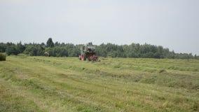 Traktorhöshaker lager videofilmer