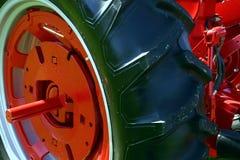 traktorhjul arkivbild