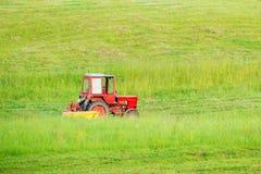Traktorklippgräs Royaltyfri Bild