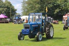 Traktorlegitimationen ståtar Royaltyfri Bild